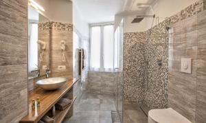 apartment-in-bellagio-with-walk-in-shower