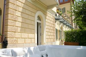 bellagio-apartment-with-private-garden-and-jacuzzi