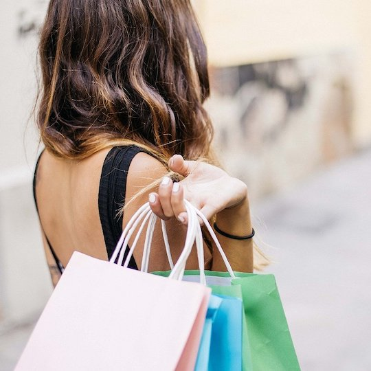 lady holding shopping bags
