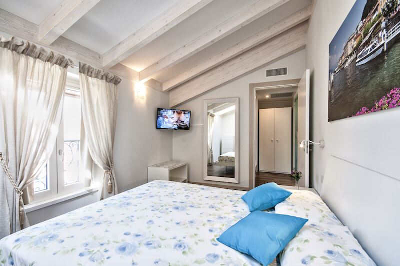 holiday apartment with double bedroom with window