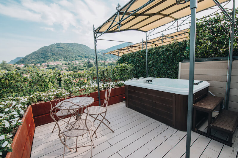 outdoor jacuzzi with private patio