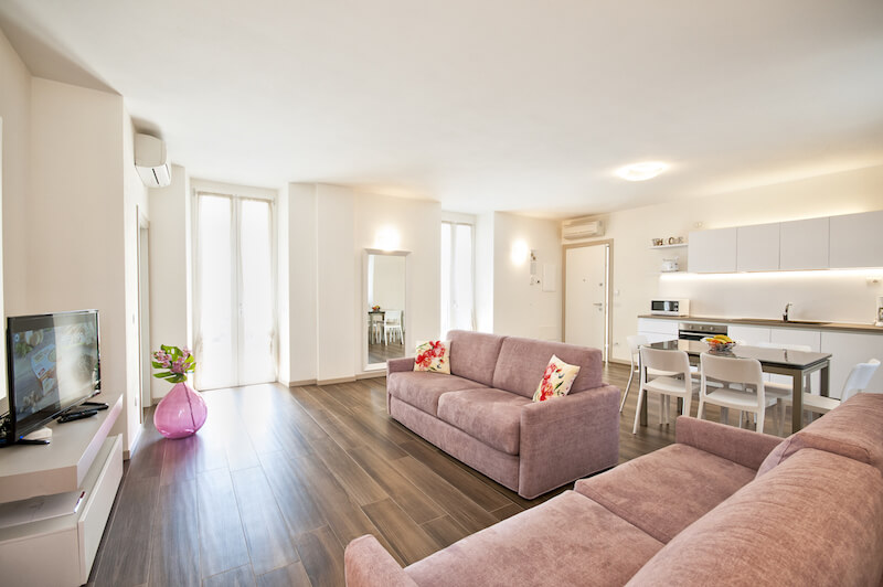 modern living-room of an holiday apartment in Bellagio with equipped kitchen