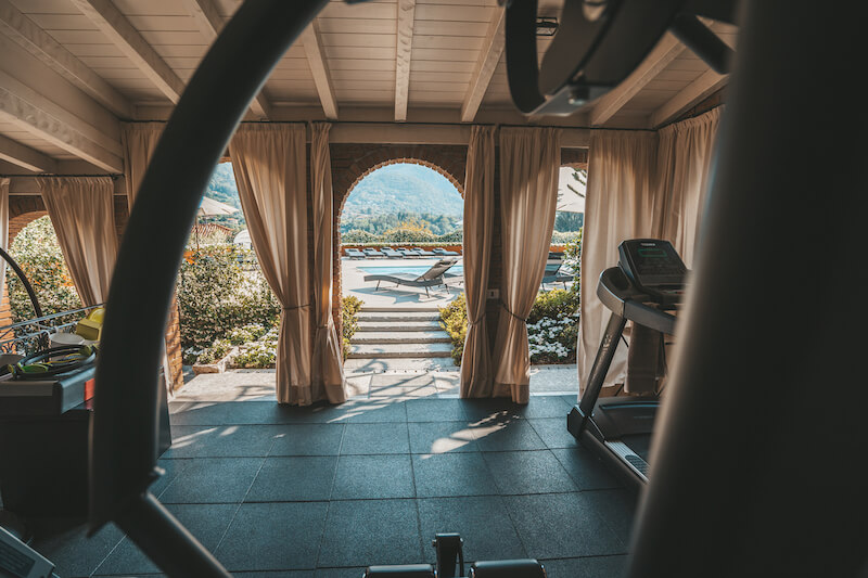 fitness area with view of the swimming-pool