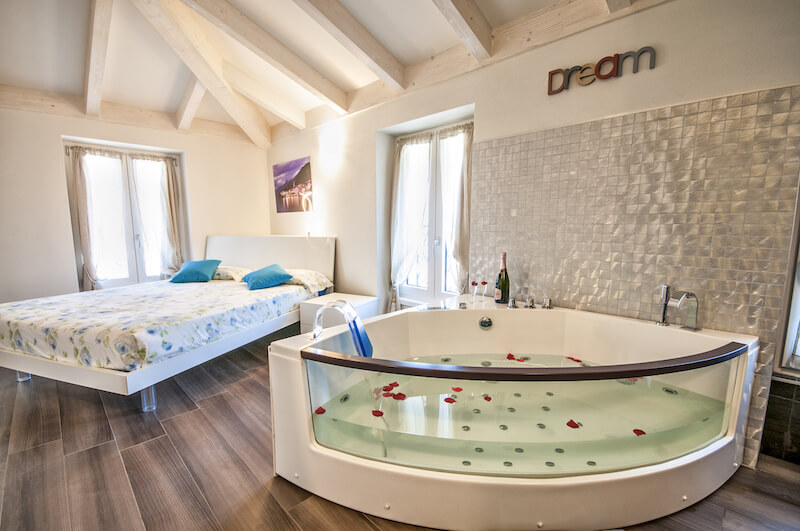 holiday apartment bedroom with private bathroom and jacuzzi