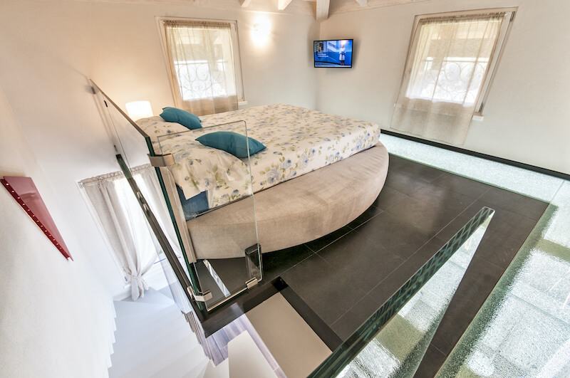holiday apartment with round bed