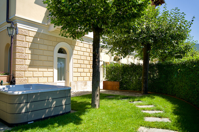 entrance of holiday apartment with garden and jacuzzi